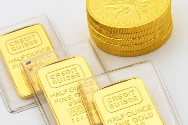 Finance News - Prices of Gold Struggle, Silver Rates Dropped